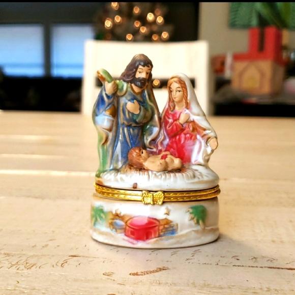 Nativity Scene Hinged Trinket Box Holy Family